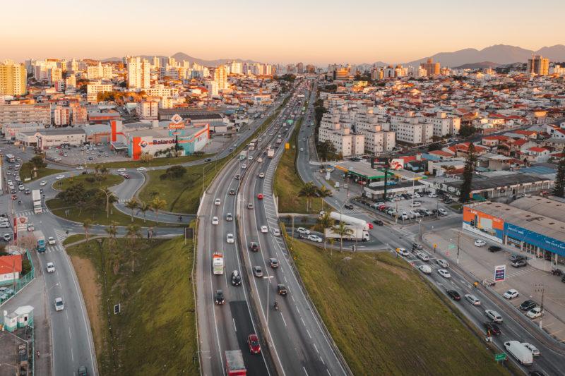 BR-101 recebe alto fluxo de automóveis todos os dias – Foto: José Somensi Fotografia/ND