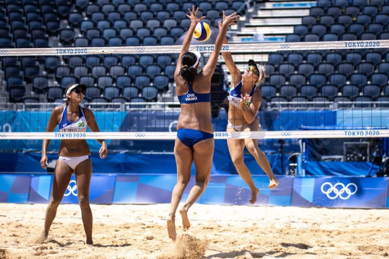 Ana Patrícia e Rebecca percorreram um caminho duro até a chegada às quartas de final; eliminação das brasileiras – Foto: Miriam Jeske/COB