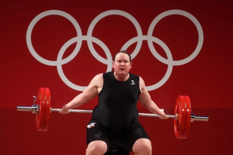 Laurel Hubbard, da Nova Zelândia, se tornou a primeira atleta transgênero dos Jogos Olímpicos – Foto: COI/divulgação