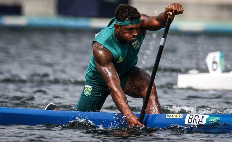Isaquias Queiroz é campeão olímpico na prova C1 1000m. – Foto: Joane Roriz/COB/divulgação