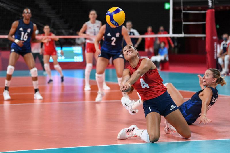 Estados Unidos estão na final do vôlei feminino – Foto: Yuri Cortez / AFP