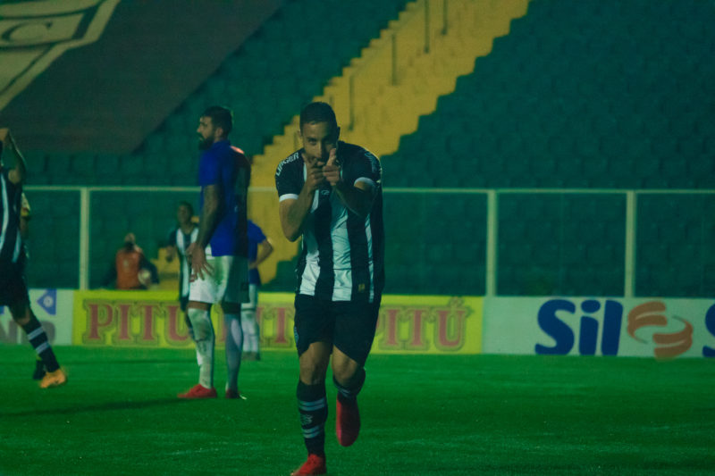 Vitória do Figueirense diante do Paraná, no Scarpelli. – Foto: Patrick Floriani/FFC