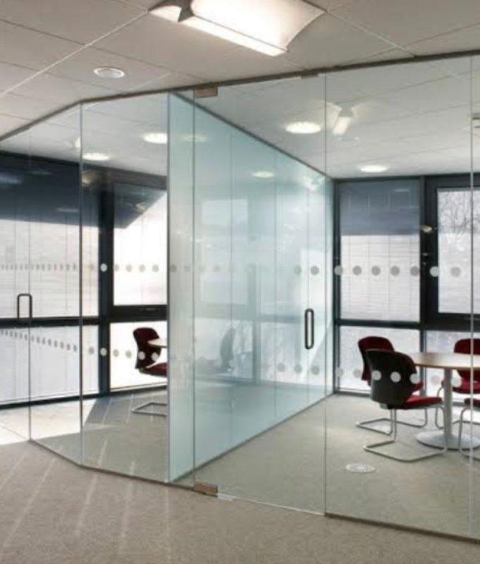 Além das vantagens já conhecidas do vidro, agora ele oferece escolhas quanto à privacidade– Foto: Divulgação Four New Glass
