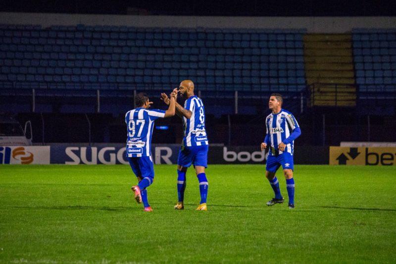Leão da Ilha comemora um dos gols anotados na vitória pelo placar de 2 a 0 diante do Náutico – Foto: Frederico Tadeu/Avaí FC (2)