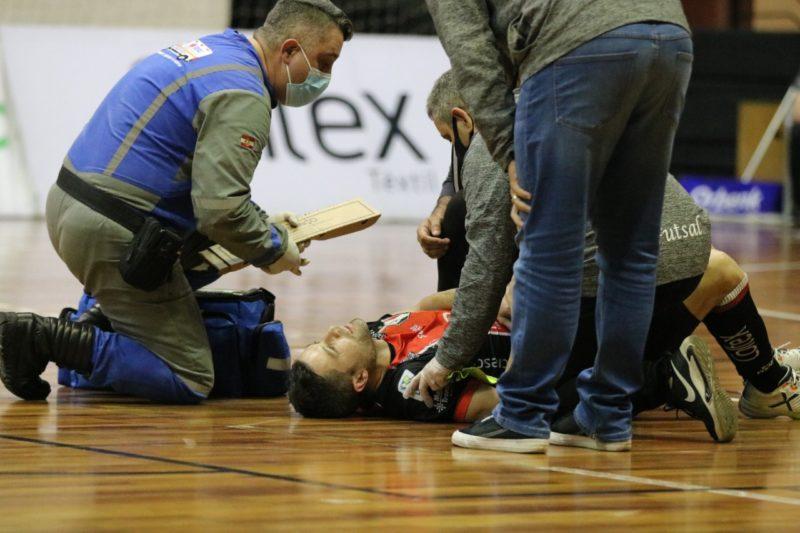 Genaro se lesionou no jogo contra o São Lourenço, na noite de quarta-feira (11) – Foto: Juliano Schmidt/JEC/Krona