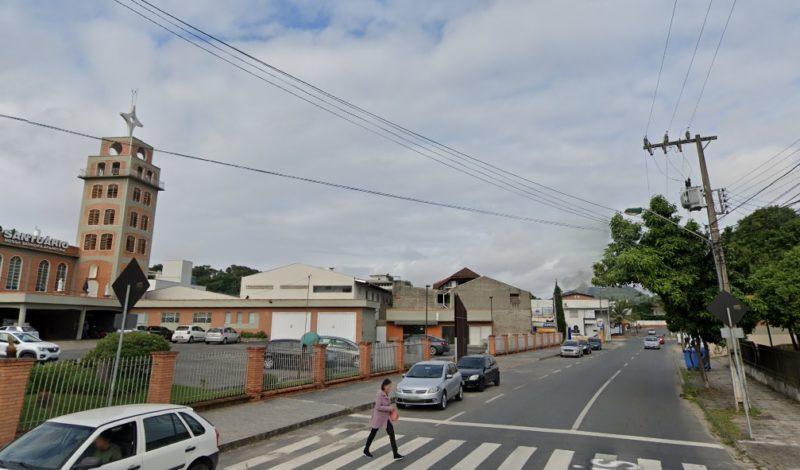 Família mora no bairro Itoupava Norte – Foto: Reprodução/Google Maps/ND