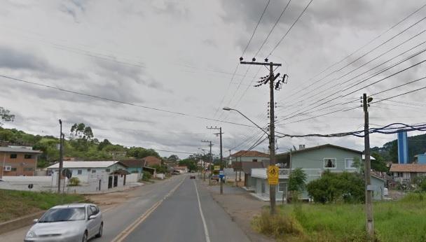 Moradora encontrou a adolescente pedindo socorro na rua em Rio do Sul – Foto: Reprodução/Google Maps