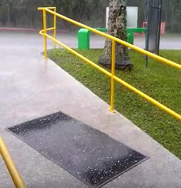 Após dias de frio, Joinville registrou chuva de granizo na manhã de segunda-feira (16) – Foto: Reprodução/Internet