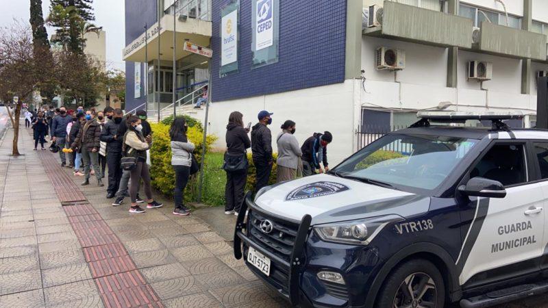 A vacinação acontece em pontos fixos e por drive-thru – Foto: Guarda Municipal/ Divulgação/ND