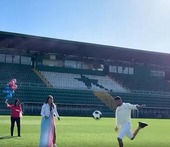 Igor Campos chutou a bola e descobriu que será pai de uma menina – Foto: Reprodução/ND