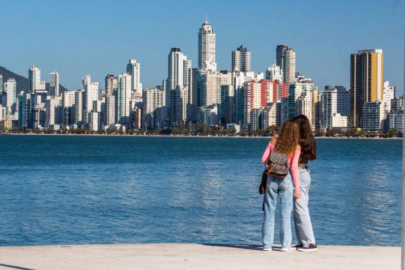 Alargamento da Praia Central já impacta no preço dos imóveis – Foto: Bruno Golembiewski/ND