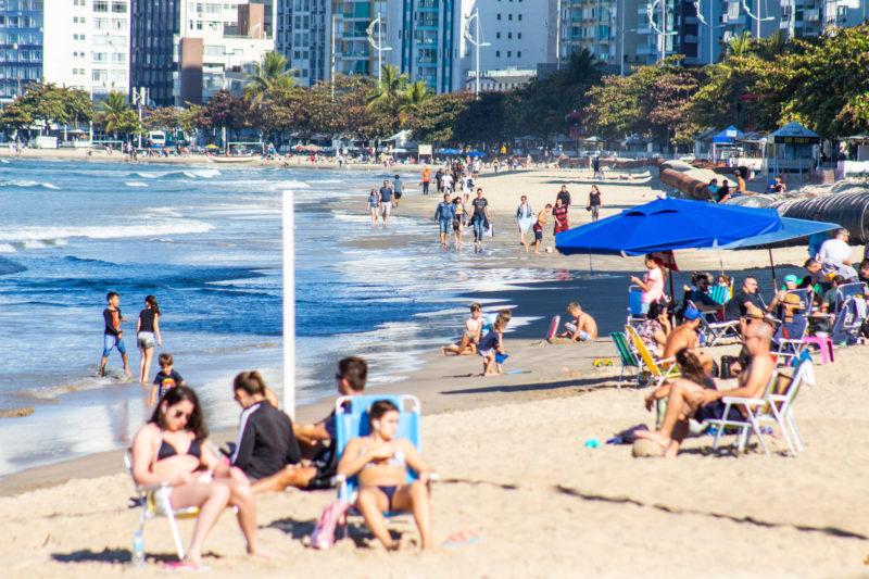 Registro da praia Central de Balneário Camboriú em pleno inverno de 2021 – Foto: Bruno Golembiewski/NDTV