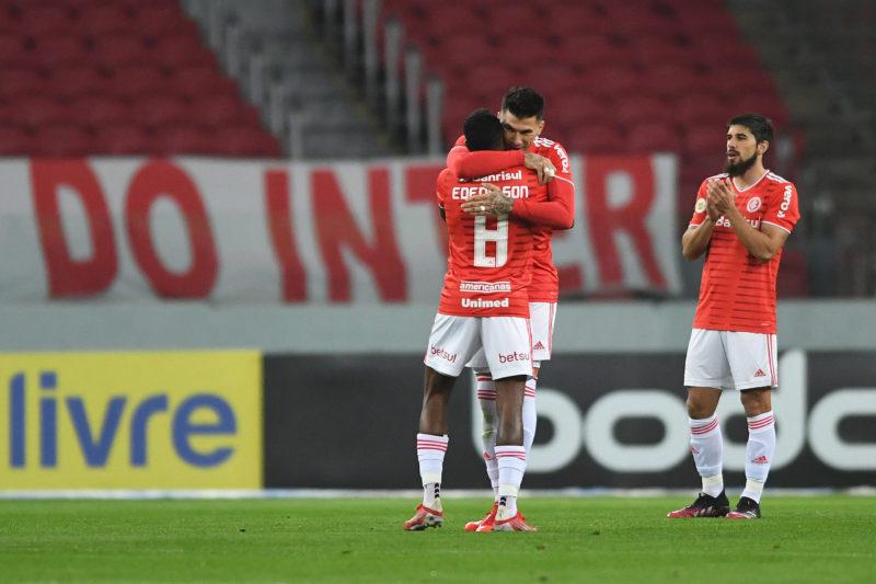 Edenilson marcou dois gols e passa a ser o artilheiro do time na temporada