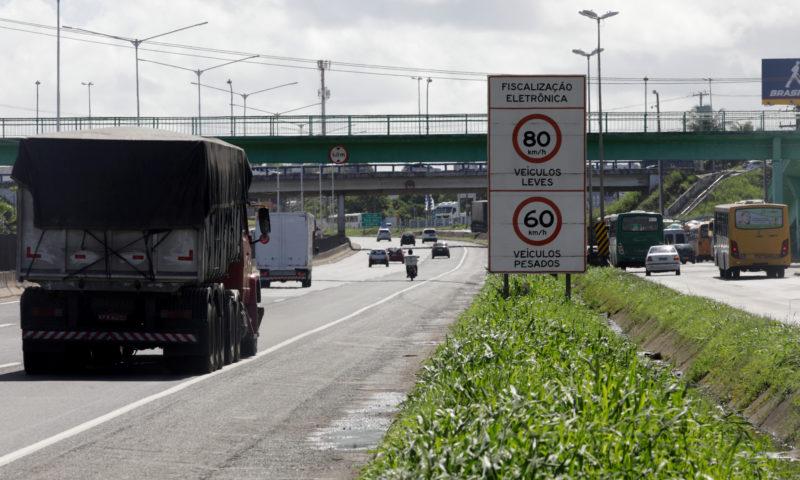 Respeitar os limites de velocidade pode ajudar a evitar acidentes e garantir fluidez e segurança nas rodovias – Foto: Getty Images/ND