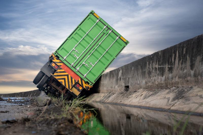 Tombamentos de veículos de carga prejudicam transito nas rodovias Catarinenses – Foto: Getty Images/iStockphoto/ND
