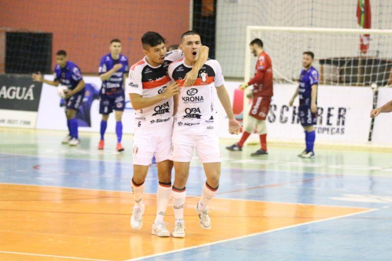 De virada, JEC Futsal venceu o Joaçaba na noite de terça-feira (17) – Foto: Juliano Schmidt/JEC Futsal/Divulgação/ND
