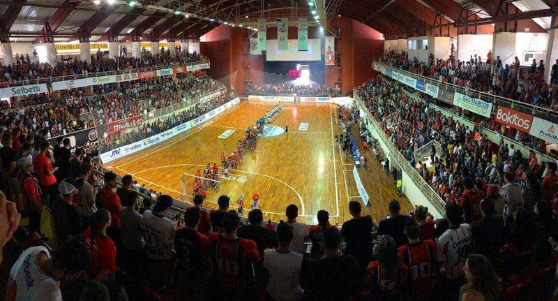 Depois da volta do público ao futebol, torcida volta aos ginásios – Foto: Divulgação/JEC/Krona