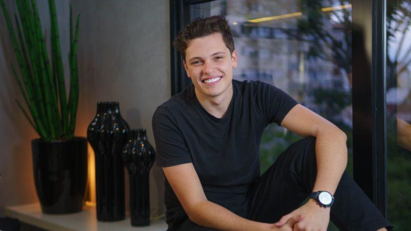 Empreendedor-prodígio catarinense se destaca no universo do marketing digital Brasil