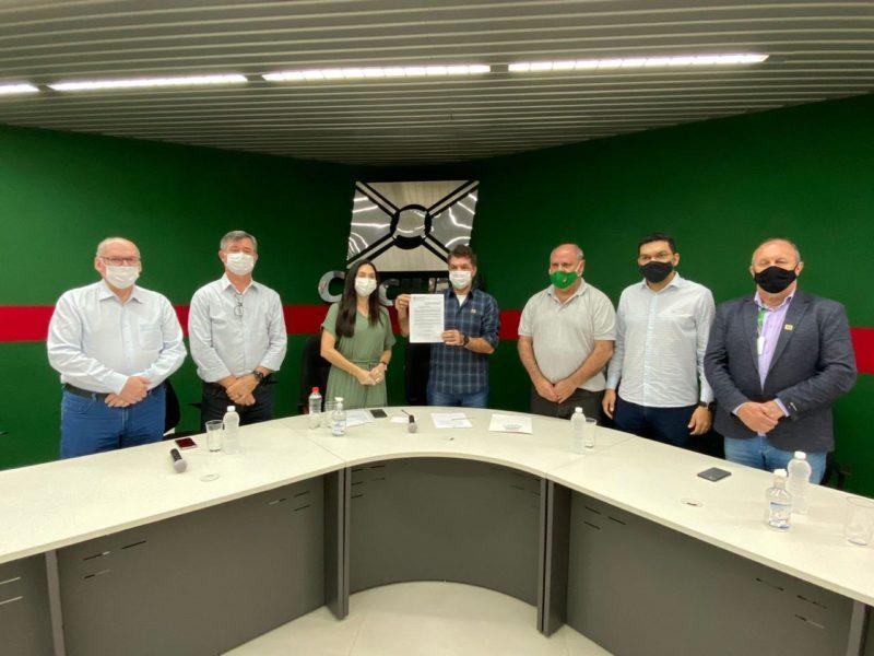 Lei municipal que proíbe linguagem neutra foi sancionada em evento na Prefeitura de Criciúma – Foto: Divulgação/Decom/ND
