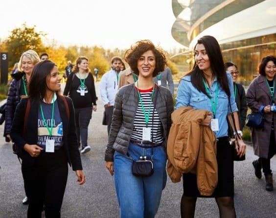 Lívia Cunha, criadora da healthtech adquirida pela RD, na sede da Apple