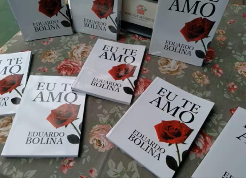 """Livro """"Eu te amo"""" – Foto: Facebook/Reprodução/ND"""