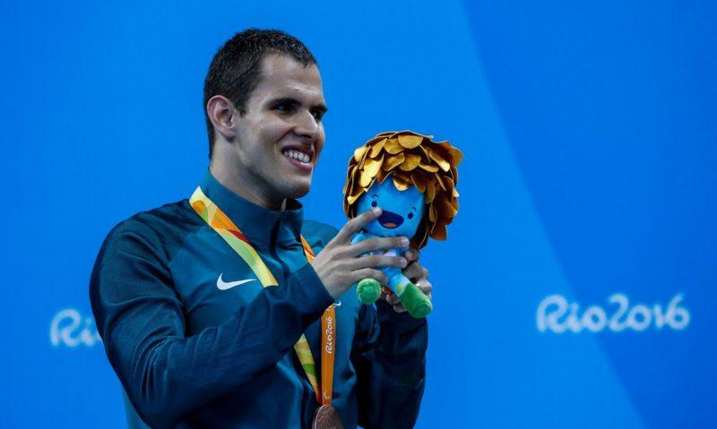 Matheus Reine o nadador paralímpico de Brusque que é esperança de medalha