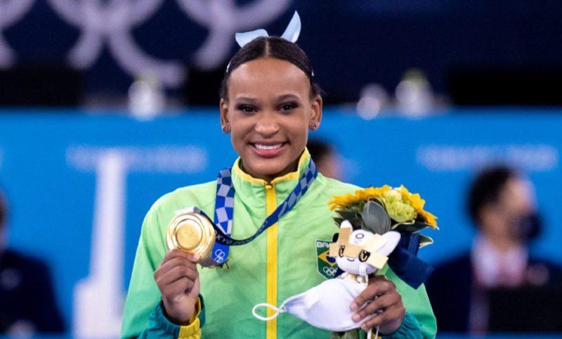 Rebeca Andrade entrou para a história ao conquistar o ouro na final do salto neste domingo (1º) – Foto: Miriam Jeske/COB