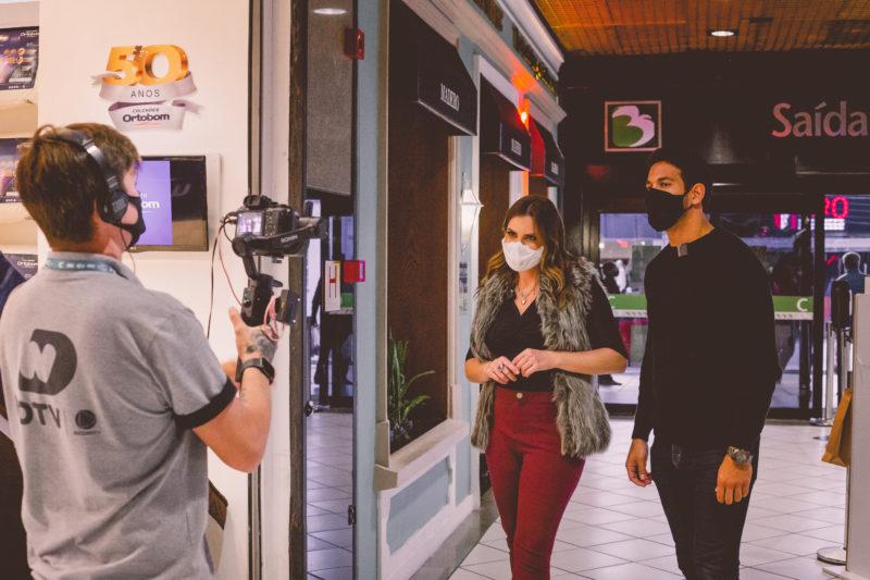 Maryeva Oliveira e Lucas Pedroso dão dicas e sugestões de presentes para o Dia dos Pais em um passeio pelo Beiramar Shopping – Foto: NDTV/Divulgação