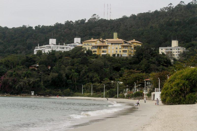 Projeto visa alargamento da praia de Jurerê