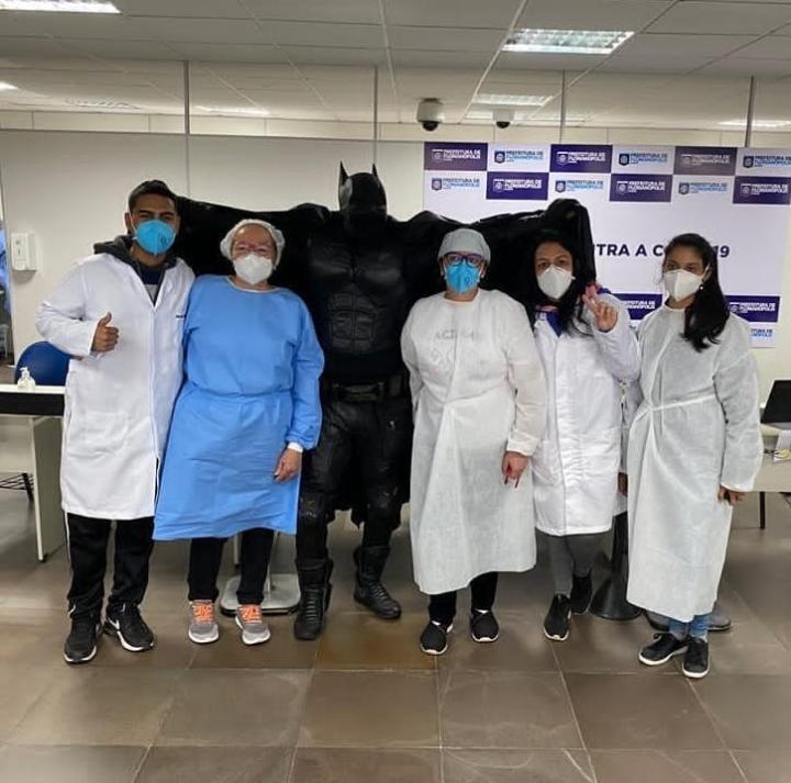 Batman imunizado em Florianópolis-SC – Foto: Reprodução/ Instagram/ PMF/ ND