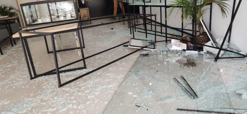 Acidente foi registrado no final da manhã desta terça-feira (3), no Centro de Blumenau – Foto: Stêvão Limana/NDTV