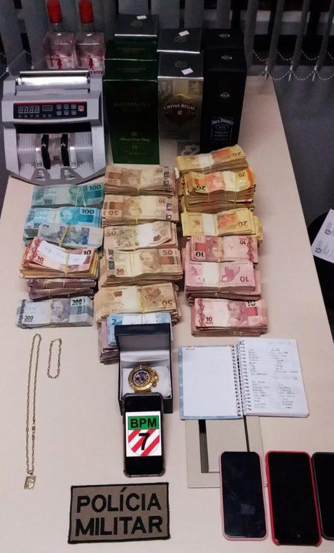 Itens foram encontrados na quitinete do casal – Foto: PMSC/Divulgação/ND