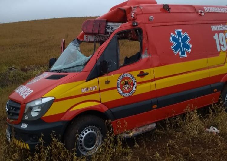 Caixas de frango se soltaram de caminhão e atingiram a ambulância que Victor conduzia no Oeste de SC – Foto: Arquivo pessoal/ND