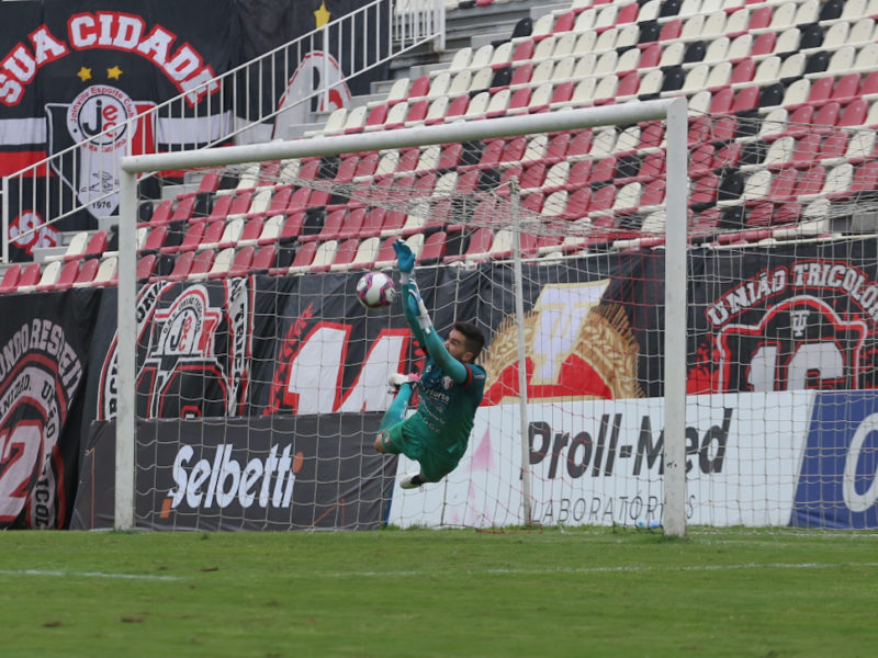Rafael Pascoal brilhou, defendeu três cobranças e garantiu a classificação tricolor – Foto: Vitor Forcellini/JEC/Divulgação/ND