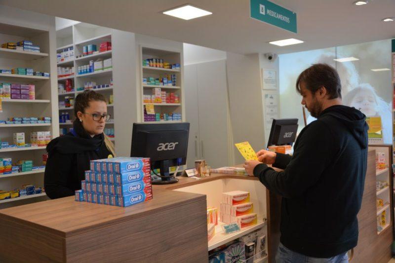 A quantidade de farmácias traz benefícios e dificuldades. – Foto: Reprodução/ND