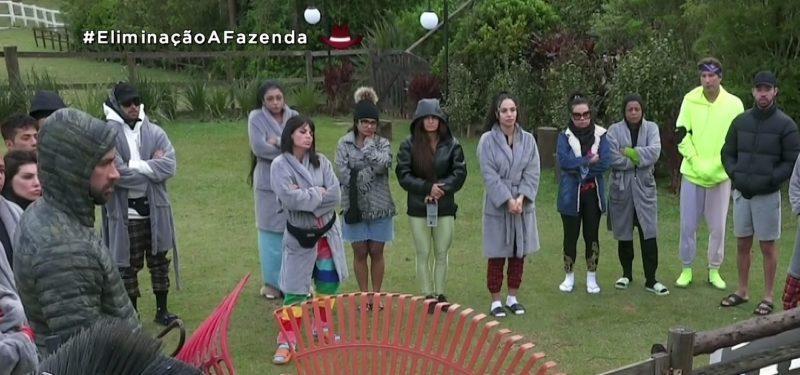 Peões reclamam de funções delegadas por Erika – Foto: Reprodução Record TV