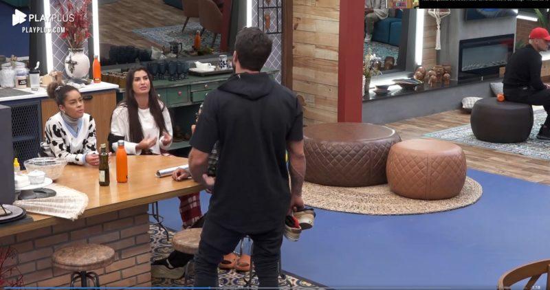 Sthe Matos e Marina Ferrari discutem com Erasmo Viana sobre comentário do peão em relação à desistência de Fernanda Medrado – Foto: Reprodução/Internet