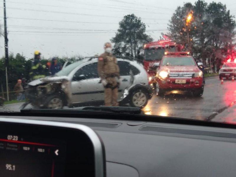 Pais da vítima levavam a jovem ao hospital no momento do acidente – Foto: Rádio Fraiburgo/ND