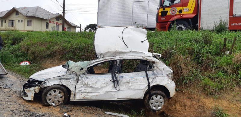 carro ficou complemente destruído