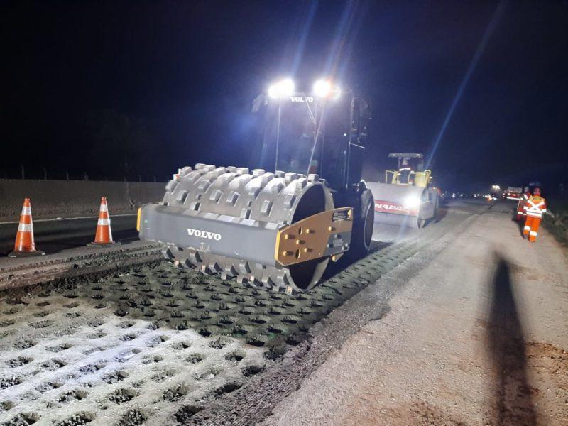 Trabalhos necessitam o fechamento de uma das pistas e, devido a interrupção, serão realizados a noite – Foto: Arteris Litoral Sul/divulgação