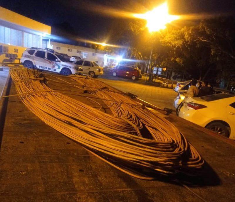 A Polícia Militar de Criciúma recupero 215 barras de ferros avaliadas em R$ 20 mil que haviam sido furtadas de obras nesta sexta-feira (17) – Foto: Divulgação/PM