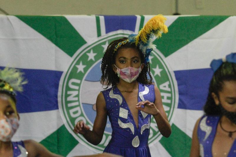 Valentina Fidelis, nove anos, participará da seleção do Bolshoi na Coloninha – Foto: Leo Munhoz/ND