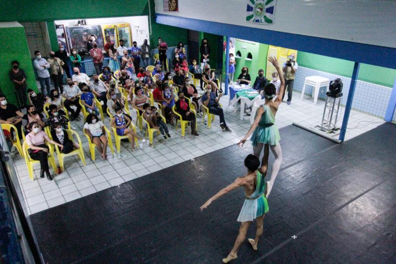 Alunos da Escola Bolshoi na apresentação ocorrida na quadra da Escola de Samba Coloninha – Foto: Leo Munhoz/ND