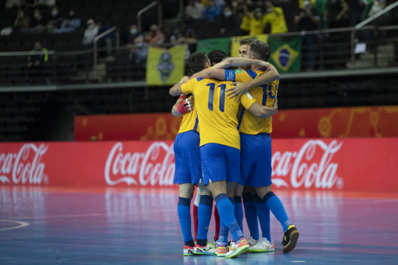 Jogadores brasileiros comemoram vitória sobre o Japão – Foto: Thaís Magalhães/CBF