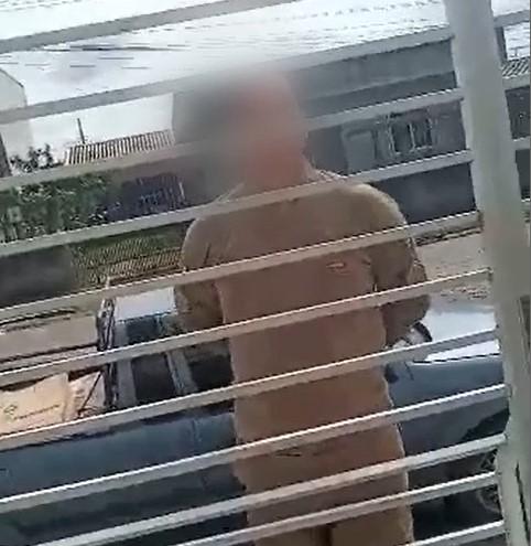 Policial militar é acusado de invasão e agressão contra jovens – Foto: Reprodução/Internet