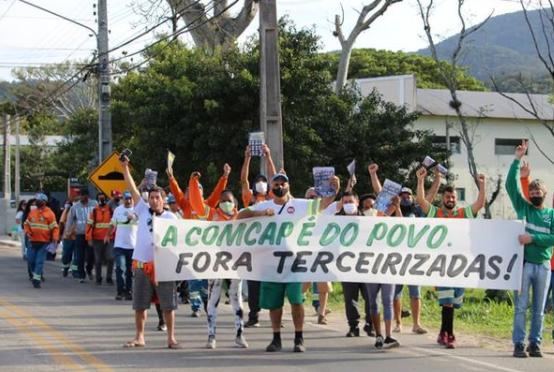 Justiça autoriza demissão de servidores da Comcap que estão em greve, em Florianópolis