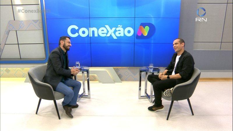 Helton Luiz, ator e jornalista da NDTV, é convidado especial do Conexão ND – Foto: Reprodução/NDTV
