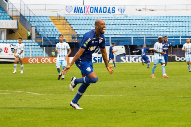 Copete sai para comemorar o segundo gol do Avaí – Foto: André Palma Ribeiro/Avaí F. C.