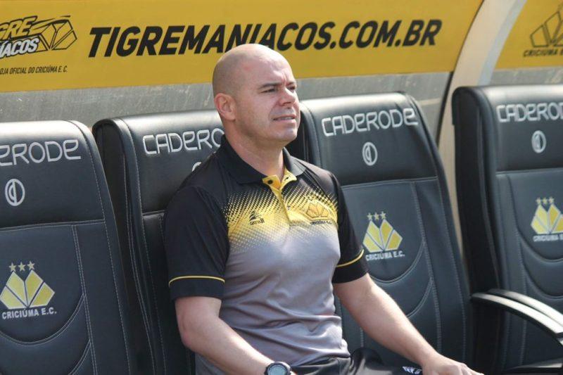 Luciano Almeida estará na beirada do campo comandando o Tigre – Foto: Celso da Luz/Criciúma/ND