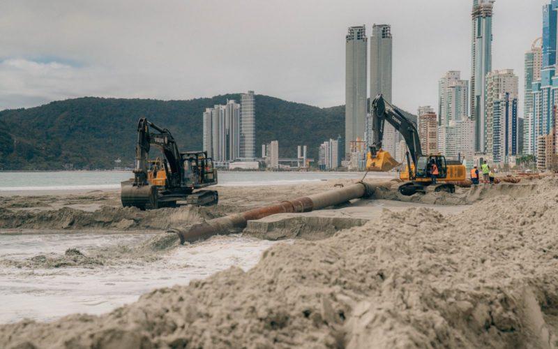 Draga voltou do porto de Paranaguá nesta quinta-feira (23) e já fez três descargas – Foto: Secom BC/Divulgação